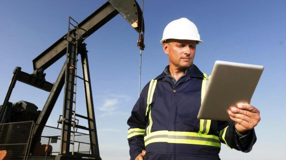 Самая престижная сфера - добыча нефти, газа, угля и полезных ископаемых