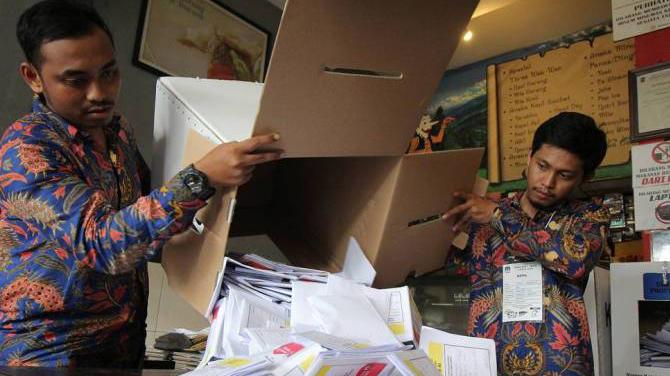 92 члена изберкома Индонезии умерли при подсчете голосов
