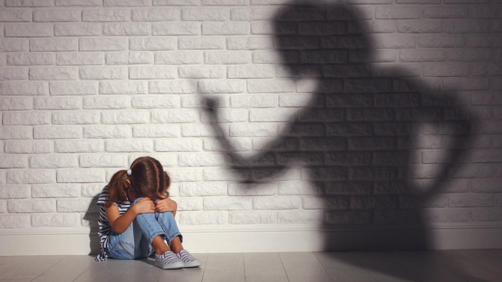 Каждый третий россиянин допускает насилие над детьми